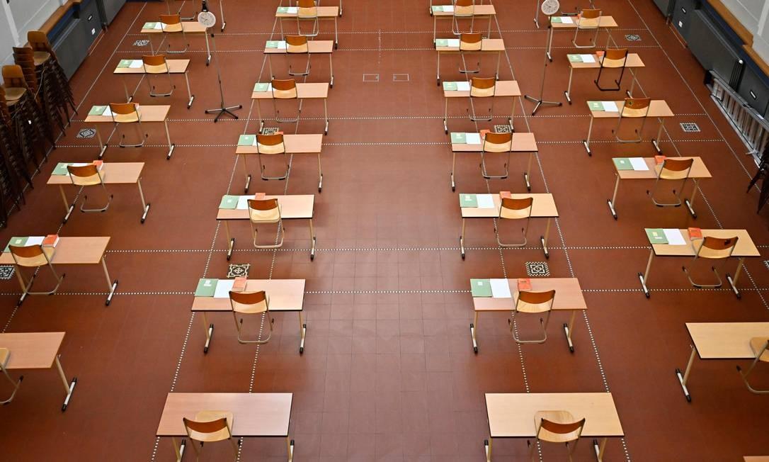 Em meio à pandemia, escola é organizada respeitando a distância de 2m Foto: Tobias Schwarz / AFP