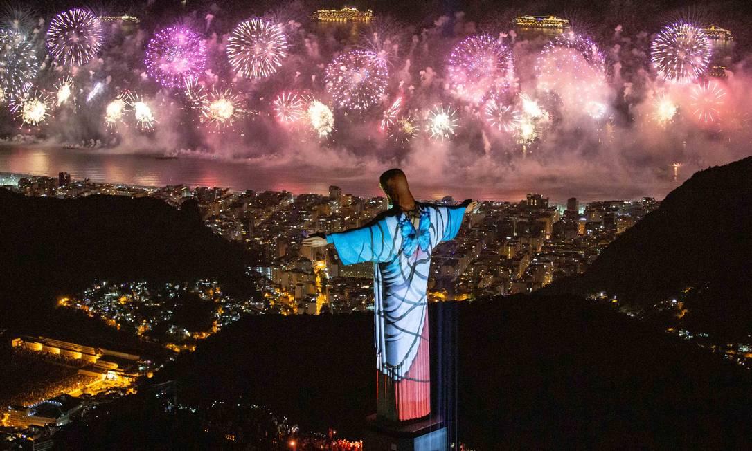 Virada do ano com fogos e projeções no Cristo, de 2019 para 2020 Foto: Fernando Maia / Riotur (Divulgação)