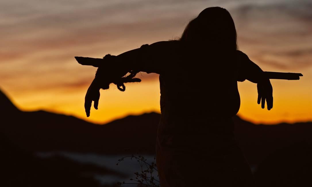"""O suspense é baseado na história real de Ibraihim e Henrique de Oliveira, conhecidos como """"Irmãos Necrófilos"""", dois jovens irmãos que nos anos 1990 foram acusados de brutais assassinatos na Serra Fluminense Foto: Divulgação"""