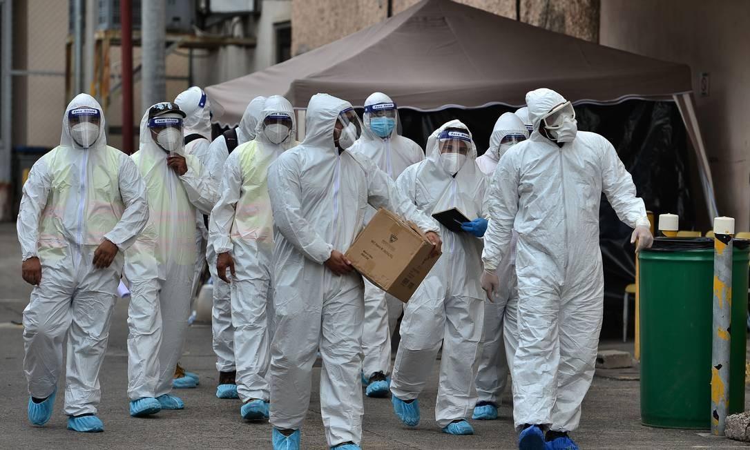 Profissionais de saúde se preparam para atender pacientes com Covid-19, em Honduras Foto: ORLANDO SIERRA / AFP