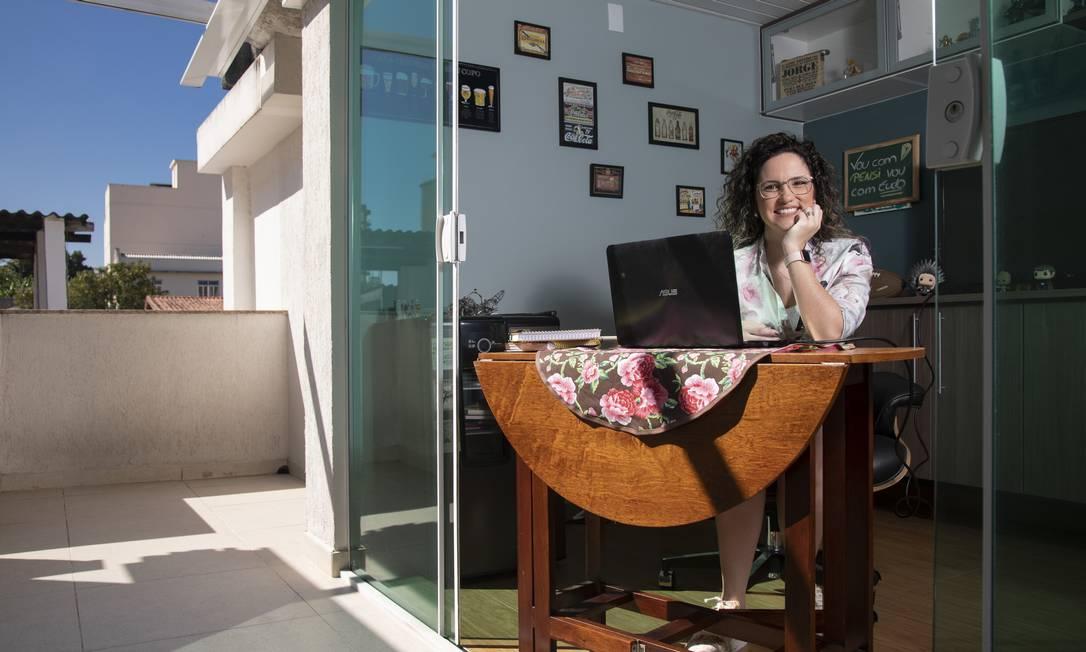 Professora de Biologia, Christine Lourenço acredita que o ensino híbrido é uma mudança positiva Foto: Ana Branco / Agência O Globo