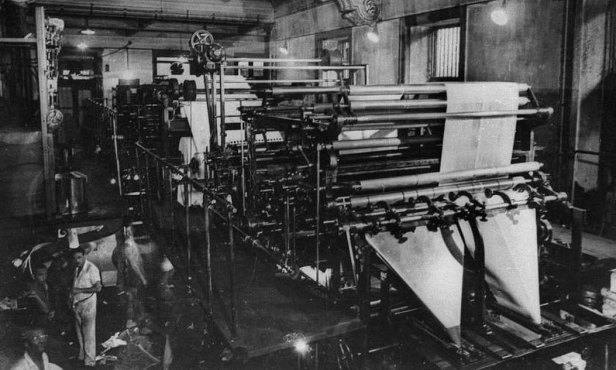 Oficina gráfica, onde o jornal era impresso. A Marinoni, rotativa fabricada na França e que pertencera ao Exército britânico, foi comprada depois de três anos de aluguel Foto: Arquivo