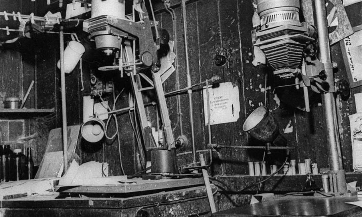 Laboratório de fotográfico, na sede antiga Foto: Arquivo