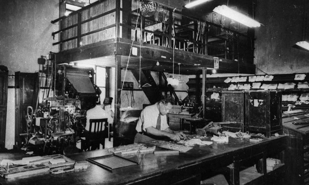 A sala de composição e linotipia nos primeiro anos de O GLOBO Foto: Arquivo