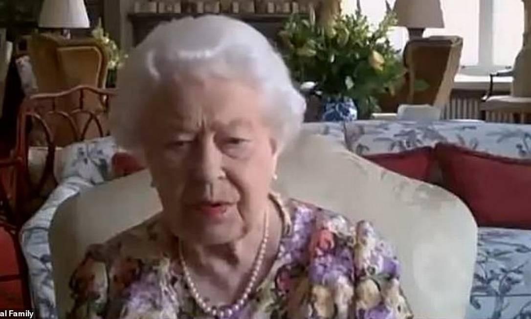 Rainha usando o Zoom Foto: Reprodução