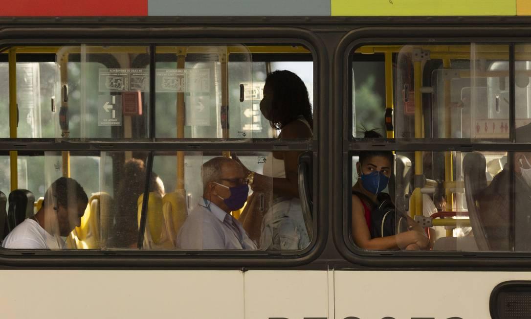 Ponto de ônibus na Avenida Presidente Vargas, Centro do Rio Foto: Leo Martins / Agência O Globo