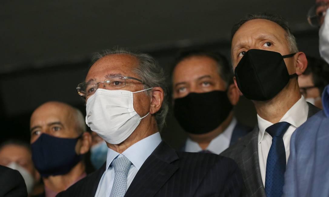 O ministro da Economia, Paulo Guedes, ao lado do deputado Aguinaldo Ribeiro (PP-PB), à esquerda, relator da reforma tributária Foto: Jorge William / Agência O Globo
