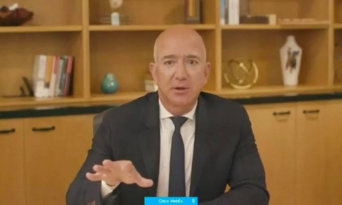 O diretor executivo da Amazon, Jeff Bezos, durante seu depoimento por videoconferência no Congresso dos EUA Foto: HANDOUT / via Reuters