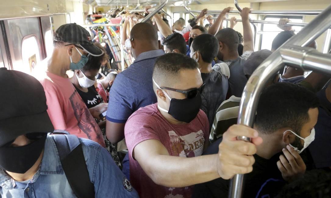 Trem lotado no ramal Japeri, no Rio. Foto: Domingos Peixoto / Agência O Globo