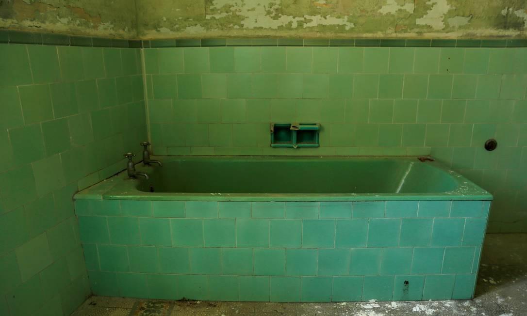 Banheiro privativo do antigo quarto do príncipe Philip Foto: DARRIN ZAMMIT LUPI / REUTERS