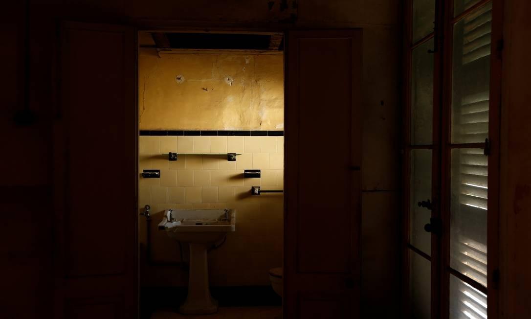 Banheiro privativo do que era o quarto da então princesa Elizabeth Foto: DARRIN ZAMMIT LUPI / REUTERS