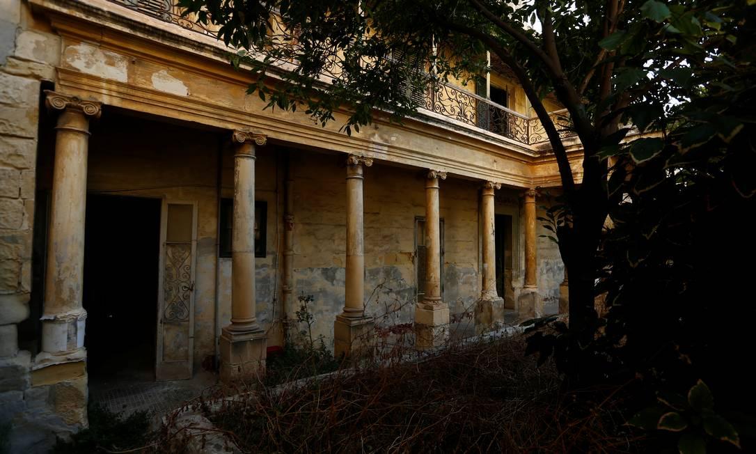 Mirante fica no topo de colunas com vista para o jardim em Villa Guardamangia, uma antiga residência da rainha Elizabeth e do príncipe Philip, em Pieta, Malta Foto: DARRIN ZAMMIT LUPI / REUTERS