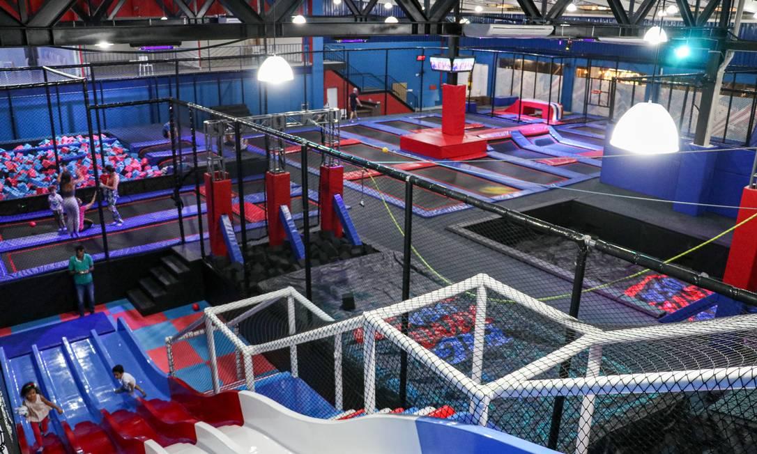 Parque de trampolins tem 1250m² e 50 camas elásticas Foto: Divulgação / Pietro Palmieri
