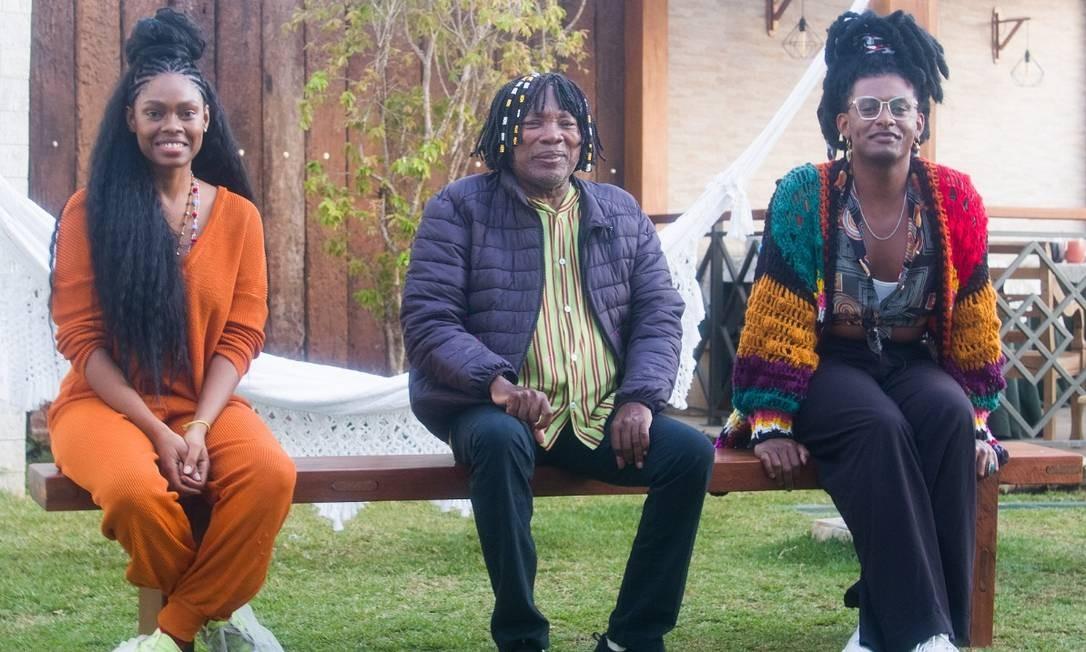 Xenia, Milton e Liniker na casa do cantor, em Juiz de Fora Foto: Divulgação