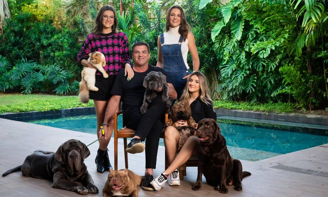 Renato Vilarinho, CEO da Zinzane com as suas filhas, Mariana, Maria Clara e Maria Gabriela Foto: Divulgação/Miguel Sá / Divulgação/Miguel Sá