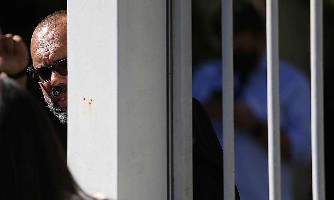 Allan Santos, em maio deste ano, durante operação de busca e apreensão realizada pela Polícia Federal em sua casa, em Brasília. Blogueiro é alvo de dois inquéritos que tramitam no Supremo Tribunal Federal (STF) que investigam ataques ao STF, fake news e financiamento de atos antidemocráticos Foto: Jorge William / Agência O Globo