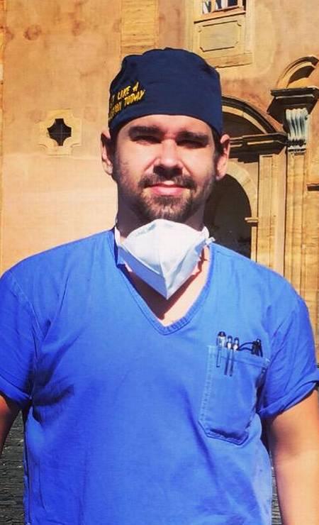 André Ribeiro teve formatura antecipada para ajudar no combate à pandemia no Brasil Foto: Arquivo pessoal