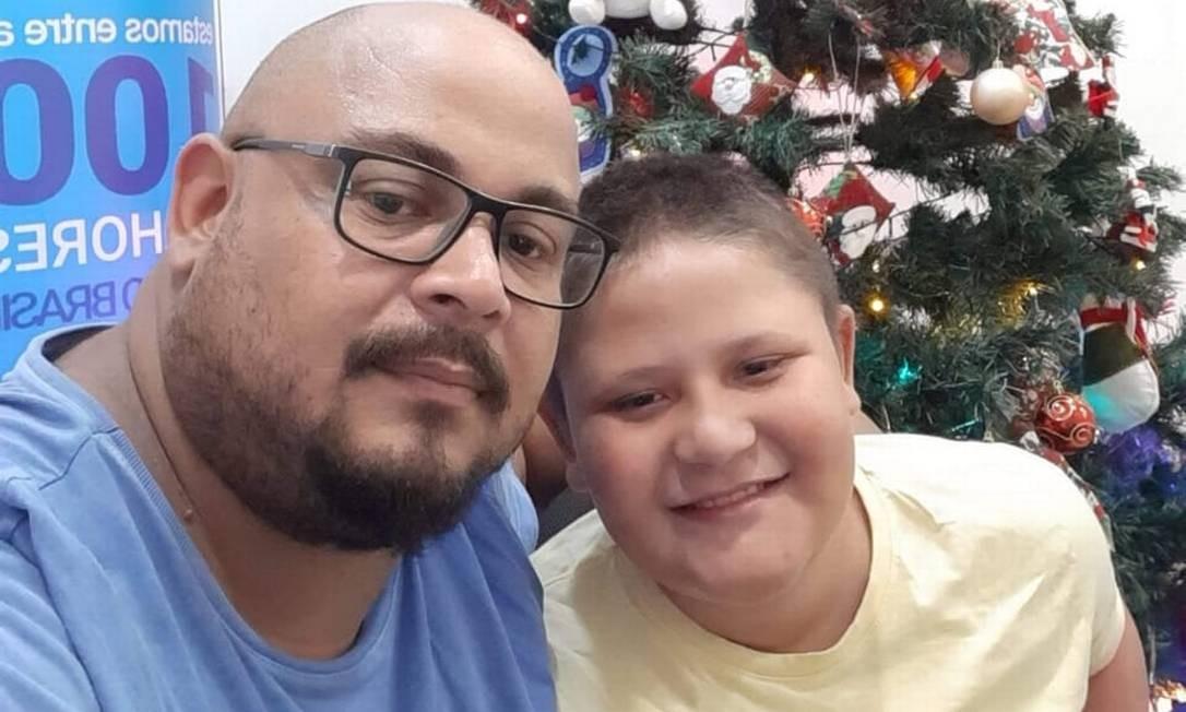 Thiago e o filho, Davi, que é portador de Distrofia Muscular de Duchenne Foto: Acervo Pessoal