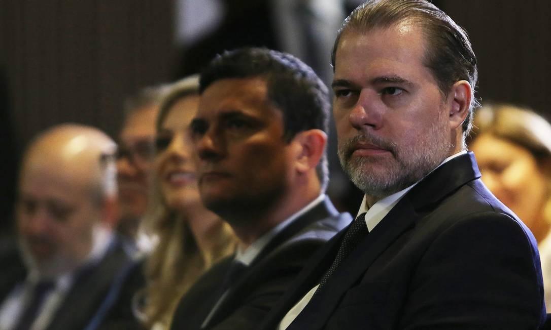 Ministro da Justiça, Sérgio Moro e o presidente do STF, ministro Dias Toffoli, participam do seminário Supremo em Ação com autoridades Foto: Jorge William / Agência O Globo