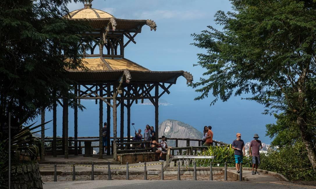 O Parque Nacional da Tijuca está aberto somente para ciclistas e pessoas para caminhar e se exercitar, mas algumas atracões do parque estão fechadas para exitar aglomeração Foto: BRENNO CARVALHO / Agência O Globo