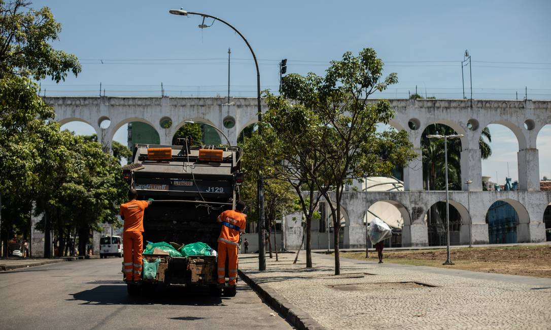 Pesquisa da Comlurb mostra como anda o perfil do lixo doméstico neste momento da pandemia no Rio Foto: Brenno Carvalho / Agência O Globo