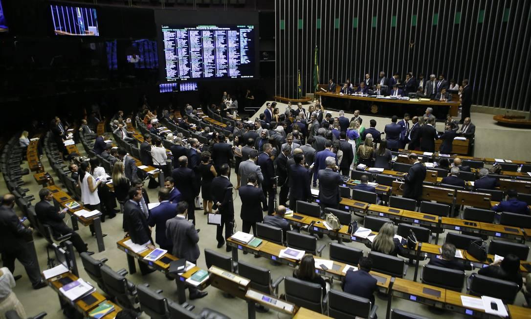 De olho no fundo. Tamanho das bancadas na Câmara dos Deputados é critério para divisão de valores entre as siglas Foto: Jorge William / Agência O Globo