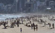Praia ficou cheia no domingo de sol Foto: Márcia Foletto / Agência O Globo