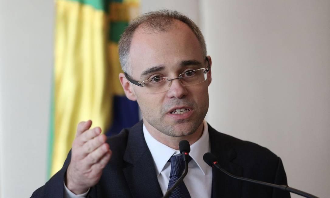 Senadores avaliam que André Mendonça está banalizando o caso