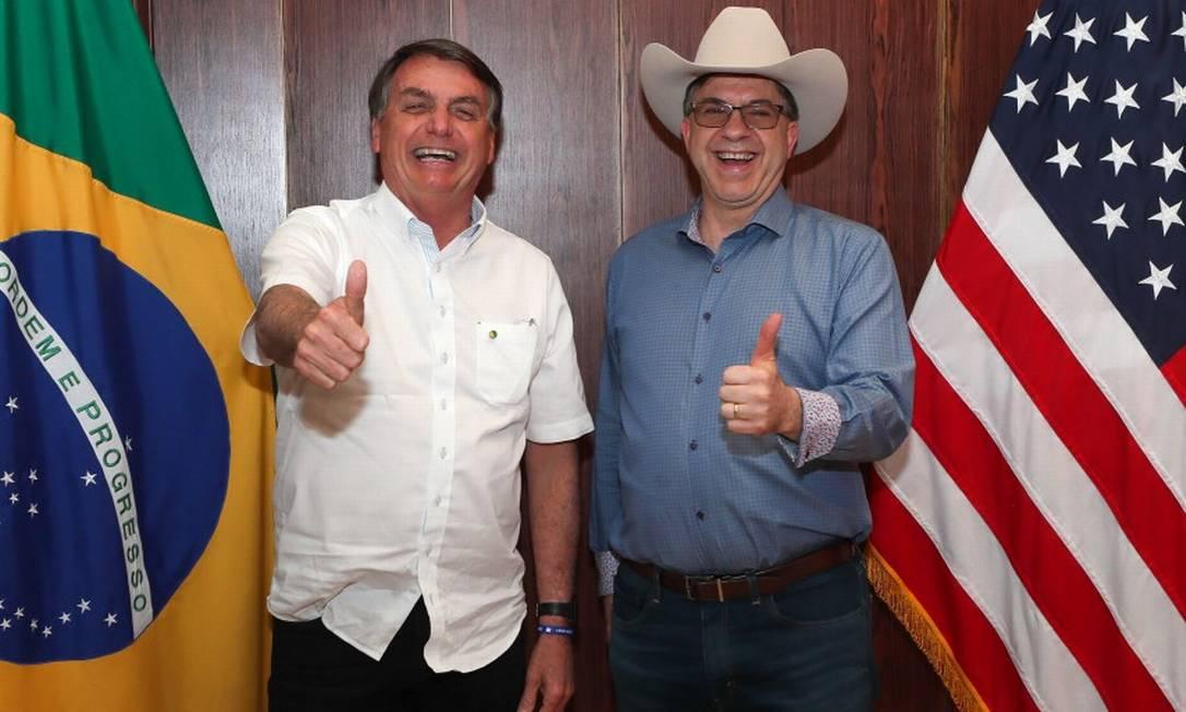 Presidente Jair Bolsonaro e embaixador Todd Chapman durante comemorações do dia 4 de julho, data da independência americana, em Brasília em 2020 Foto: ISAC NOBREGA / AFP/4-7-2020