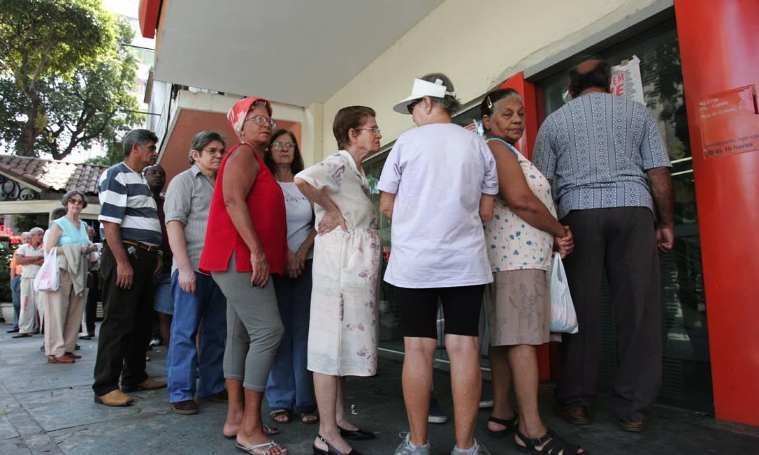 Bancos e lotéricas vão ter que evitar filas com idosos e dar acesso irrestrito durante a pandemia Foto: Marizilda Cruppe / Agência O Globo - 11.04.2016