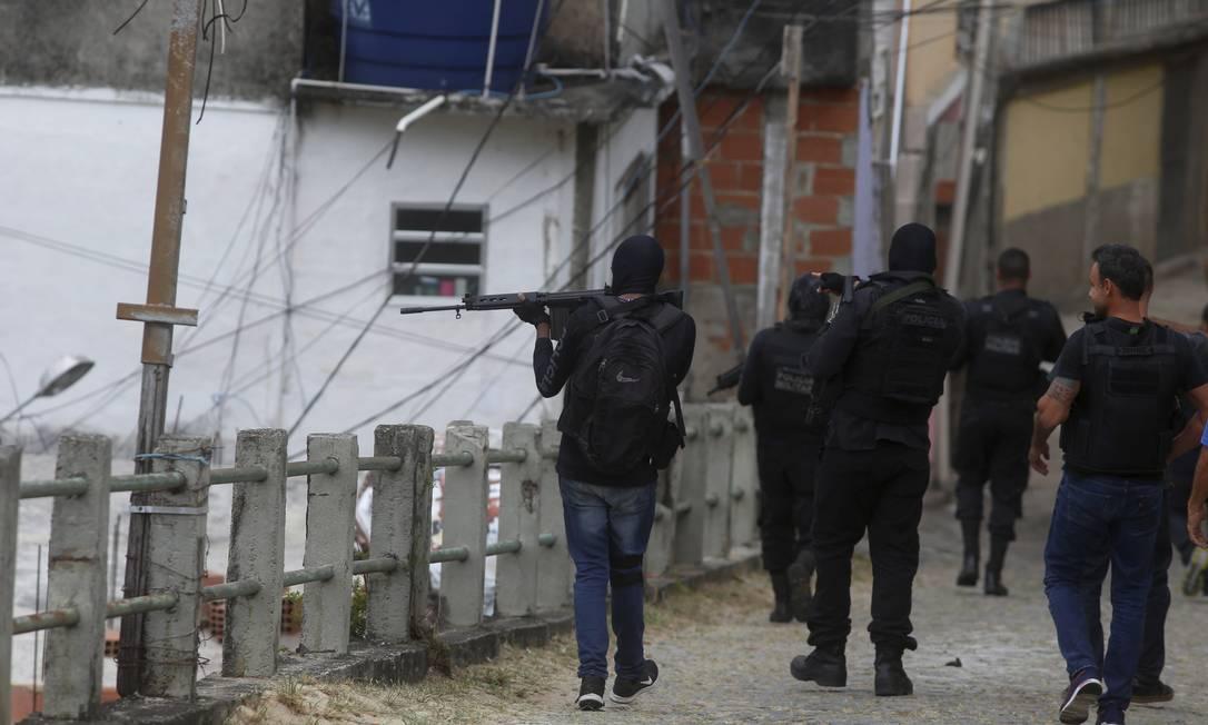 Operação policial no Lins. Supremo decide que ações precisam ser autorizadas pelo MP Foto: Fabiano Rocha / Agência O Globo