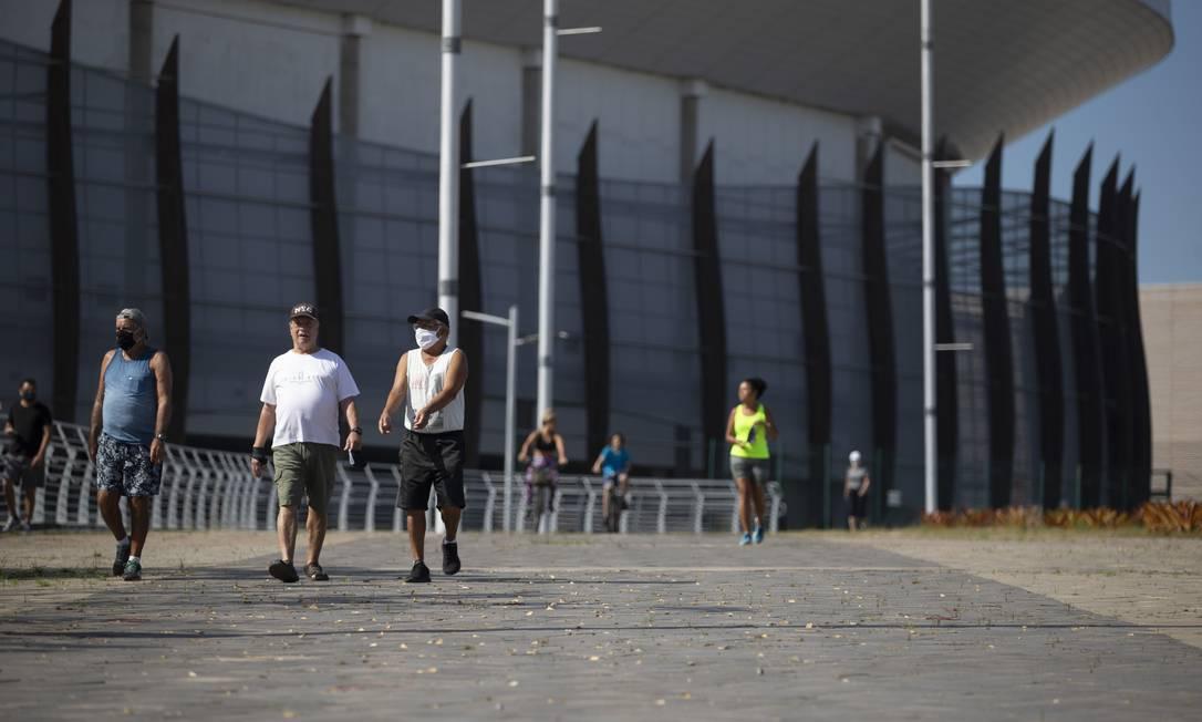 Parque Olímpico, na Barra da Tijuca, foi reaberto após quase cinco meses para atividades ao ar livre: nem todos respeitaram obrigatoriedade das máscaras Foto: Márcia Foletto / Agência O Globo
