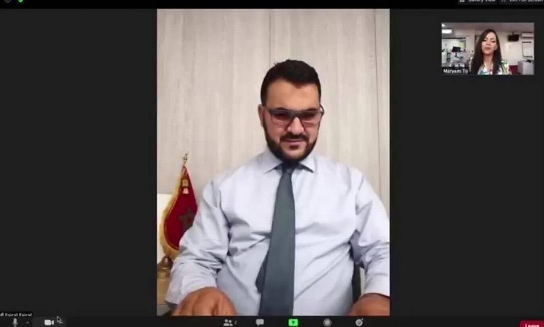 Repórter foi jogada no chão pela força da explosão enquanto conversava com coordenador de projetos da Agência para Energia Sustentável do Marrocos Foto: Reprodução