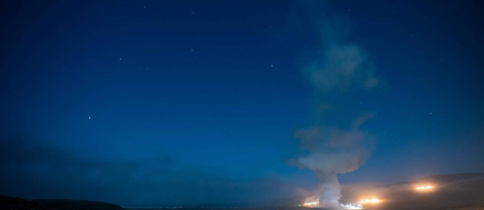 Teste do míssil balístico intercontinental (ICBM) Minuteman III, da Força Aérea Americana, no dia 4 de agosto Foto: HANAH ABERCORMBI / AFP