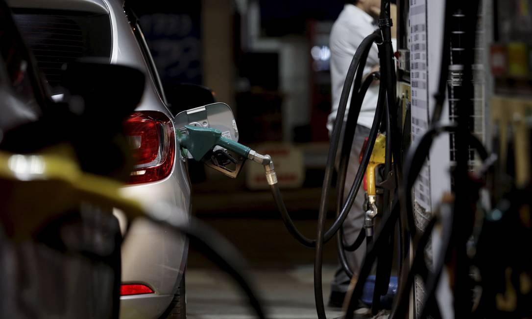 Bomba de etanol em posto de combustível no Rio Foto: Marcelo Theobald / Agência O Globo/14-8-2018