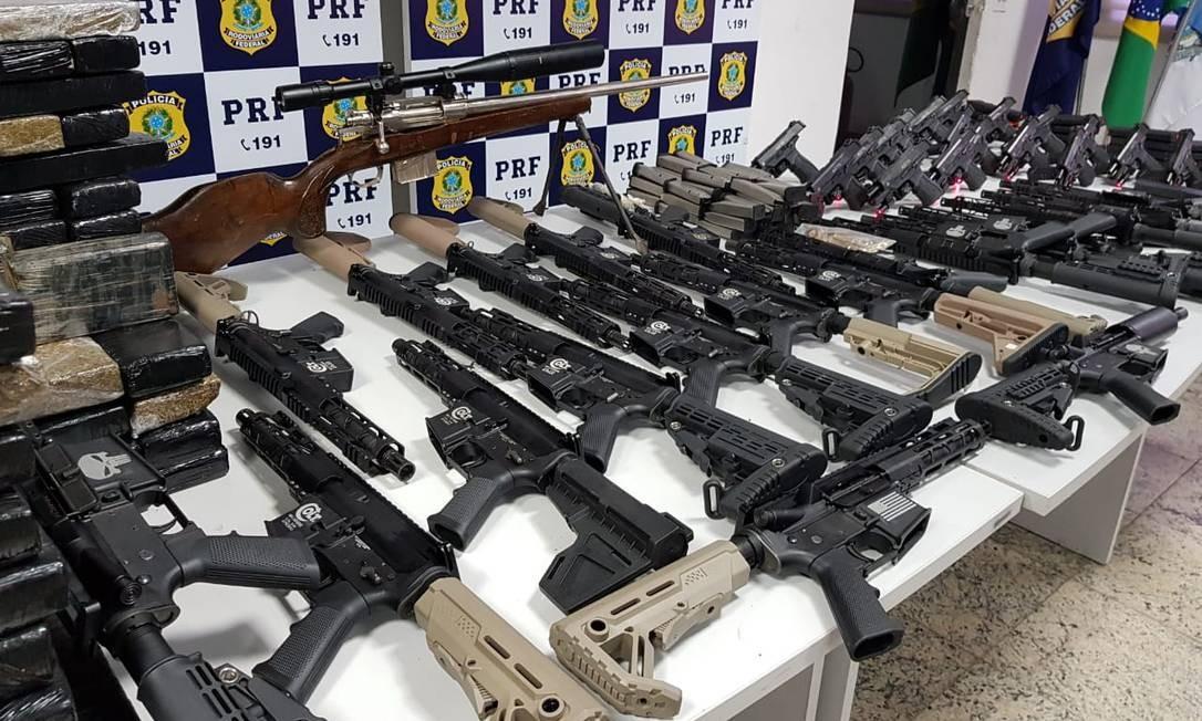 O arsenal apreendido pela PRF Foto: Polícia Rodoviária Federal / Divulgação