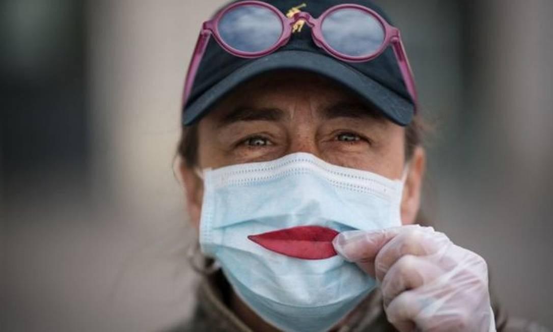 O benefício individual de usar uma máscara é mais incentivo para seu uso Foto: Getty Images