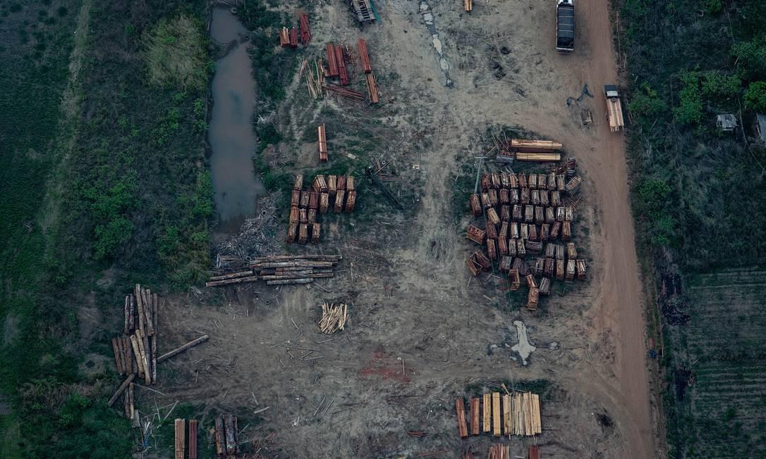 Vista aérea de madeireira nas imediações de Porto Velho (RO), na Floresta Amazônica Foto: VICTOR MORIYAMA / NYT