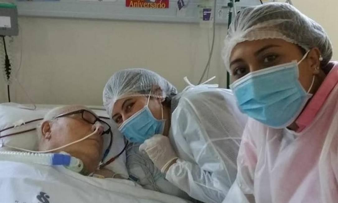 O reumatologista Renaud Frazão recebeu visita da filha e da neta no dia do seu aniversário Foto: Arquivo pessoal