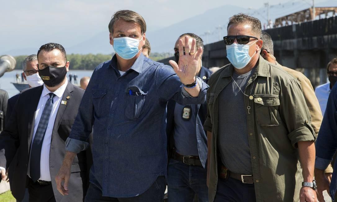 O presidente da Republica Jair Bolsonaro, inaugura reabertura da ponte dos Barreiros em São Vicente após 200 dias de interdição por risco de desabamento Foto: Edilson Dantas / Agência O Globo