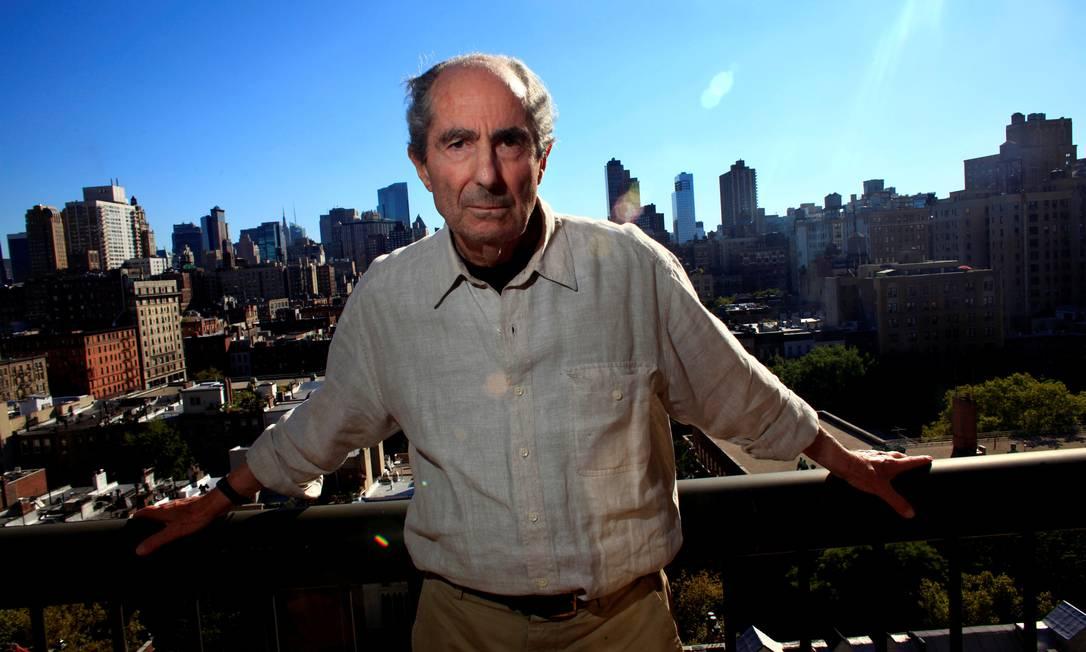 Philip Roth em 2010, em Nova York. Biógrafo do escritor morto em 2018 é acusado de agressão sexual Foto: ERIC THAYER / Reuters