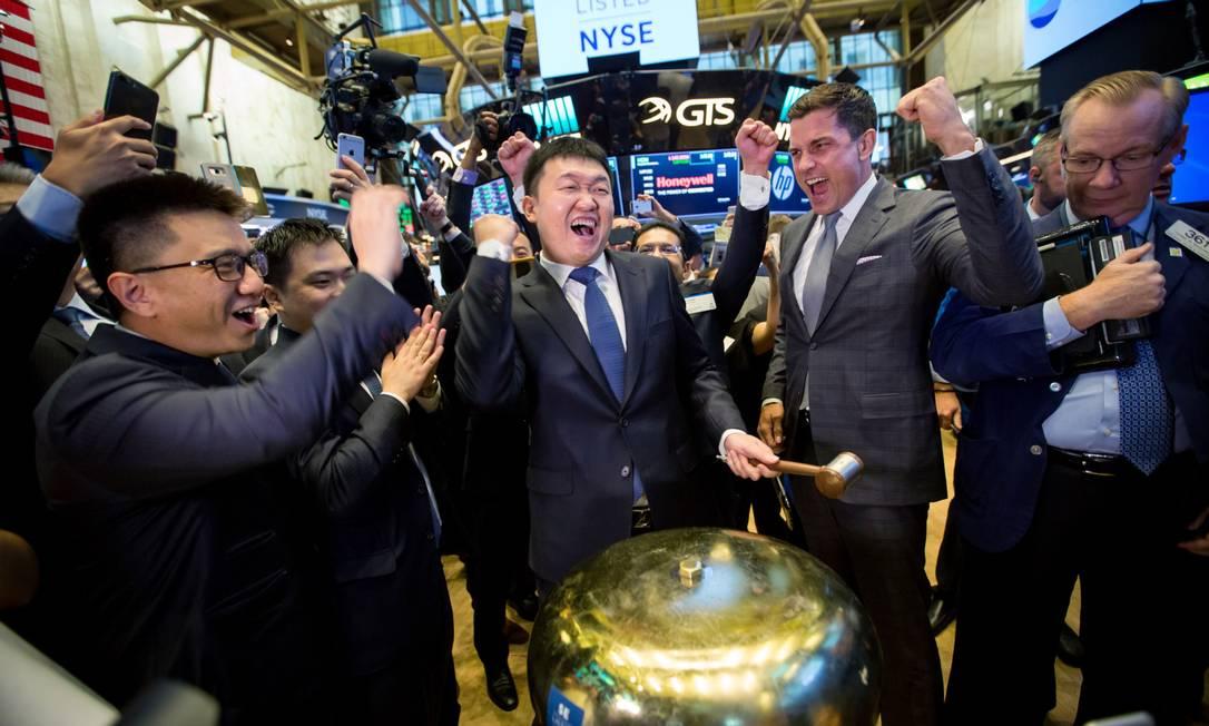 Forrest Li, no IPO da Yet Sea LTD na Bolsa de Nova York, em 2017 Foto: Michael Nagle / Bloomberg