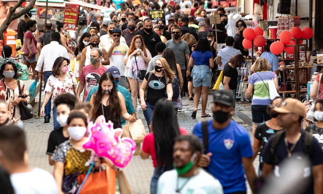 Calçadão de Campo Grande, Zona Oeste, movimentado Foto: Roberto Moreyra / Agência O Globo