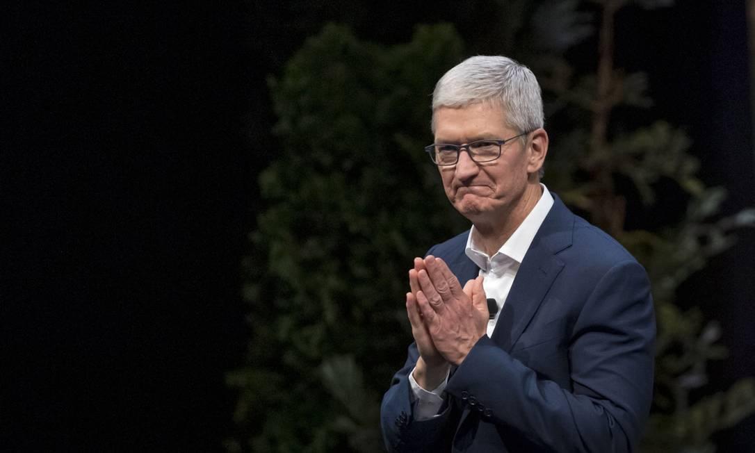 O diretor executivo da Apple, Tim Cook, entra para o seleto grupo de bilionários Foto: David Paul Morris / Bloomberg