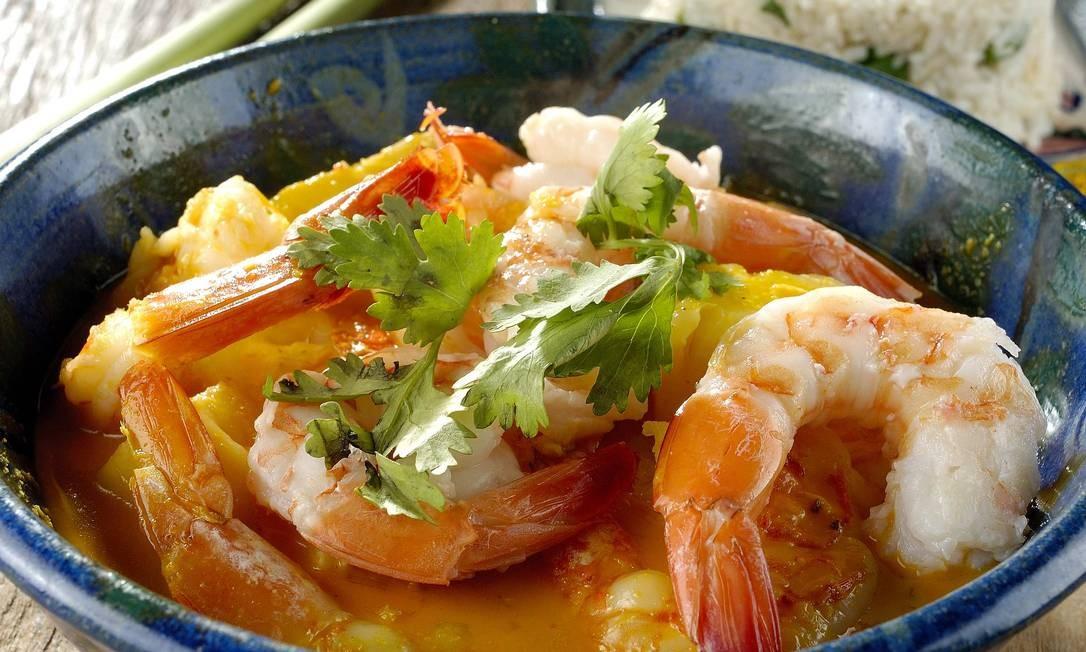 Nam Thai: camarões com abacaxi, leite de coco e curry vermelho tailandês Foto: Divulgação