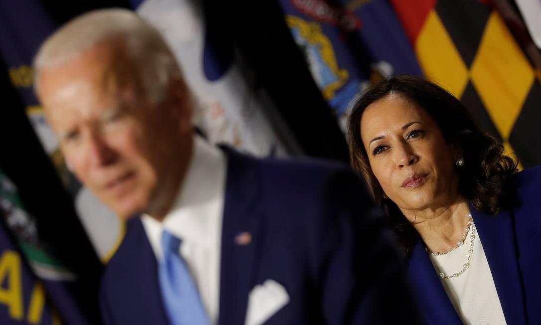 Ao anunciar que o senador era seu companheiro de chapa, Biden elogiou a história de vida da escolhida.  Harris, filha de imigrantes, era procuradora-geral da Califórnia antes de sua eleição para o Senado. Foto: Carlos Barria / Reuters