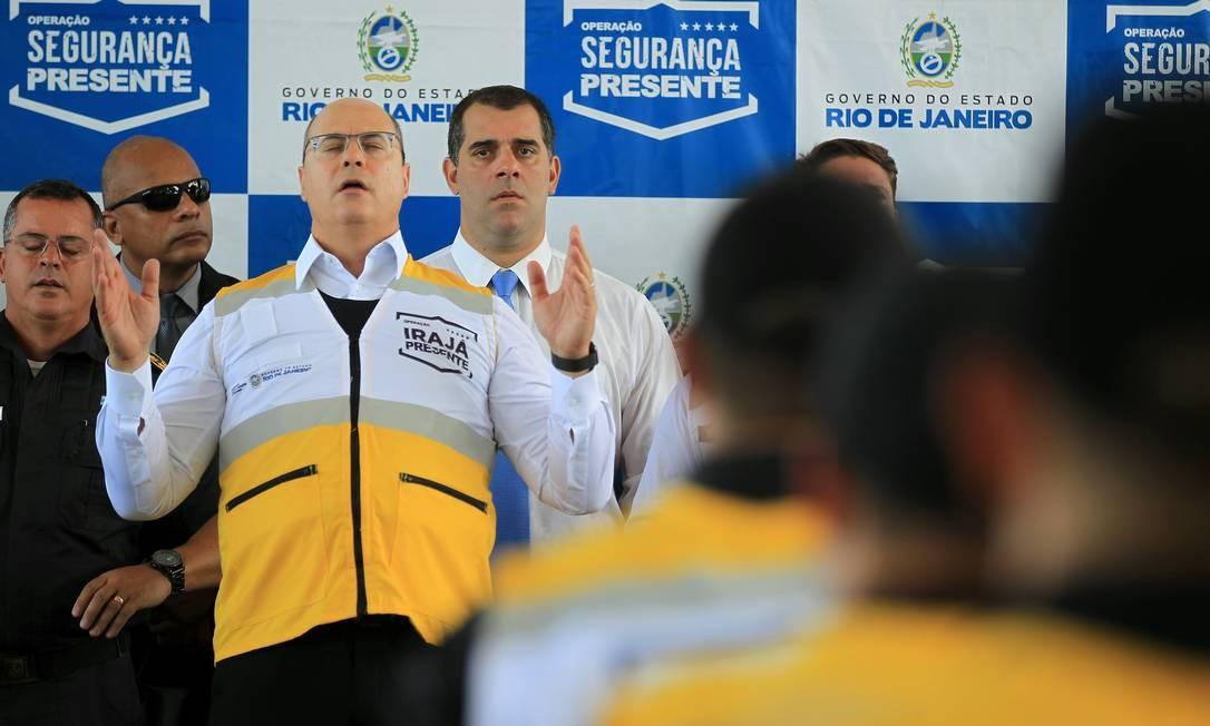 Witzel reza no lançamento do programa Irajá Presente Foto: Gabriel de Paiva / Agência O Globo - 17/02/2020