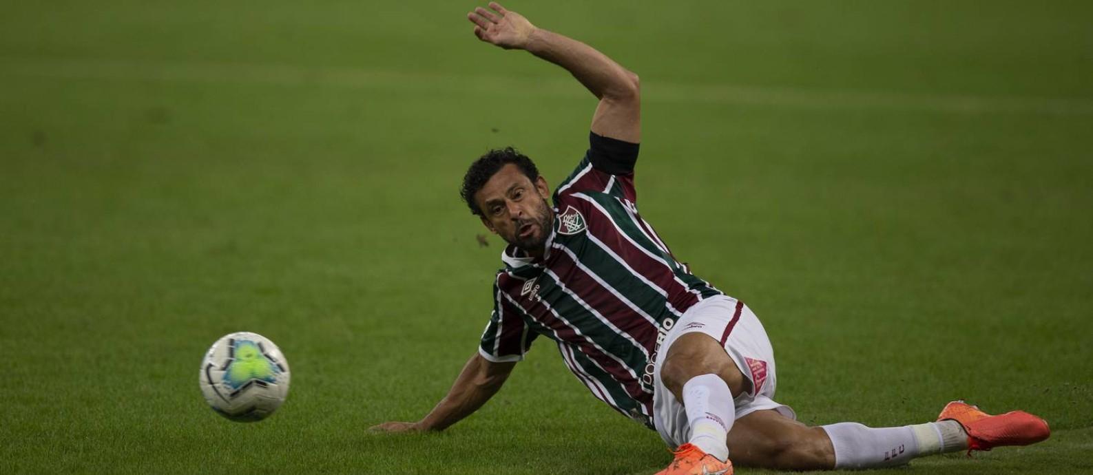 Fred saiu machucado no empate entre Fluminense e Palmeiras no Maracanã Foto: Alexandre Cassiano / Agência O Globo