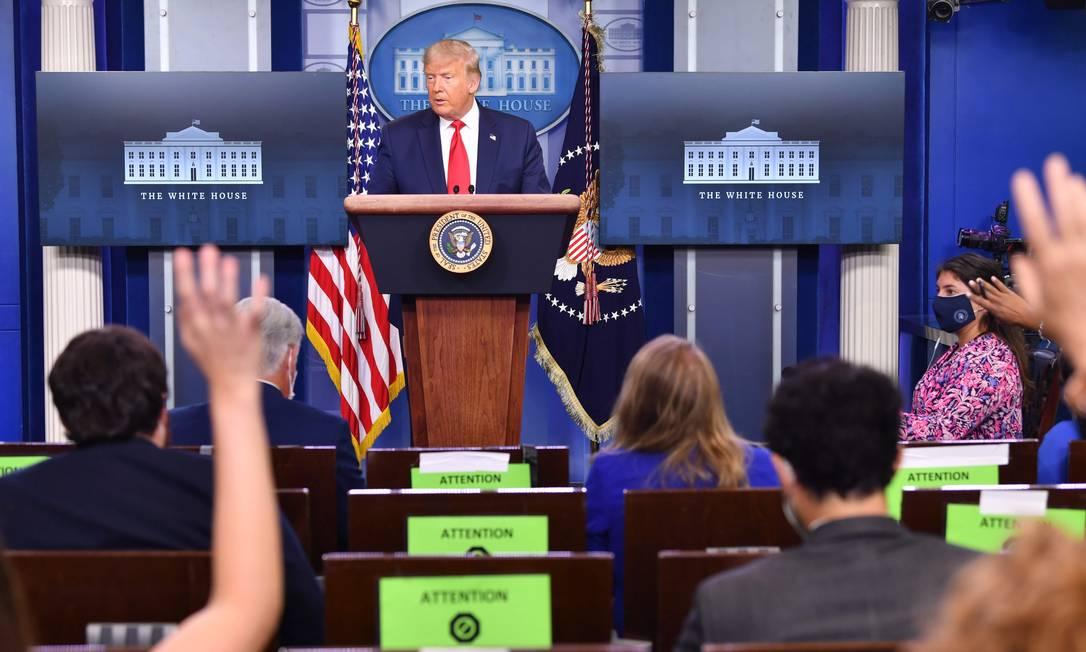 Trump responde perguntas da imprensa durante entrevista coletiva Foto: NICHOLAS KAMM / AFP/14-08-2020