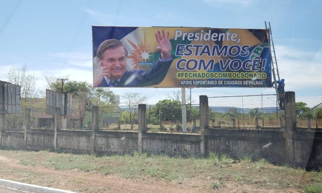 Manifestações de apoio a Bolsonaro também tomaram outdoors pelo país Foto: Reprodução